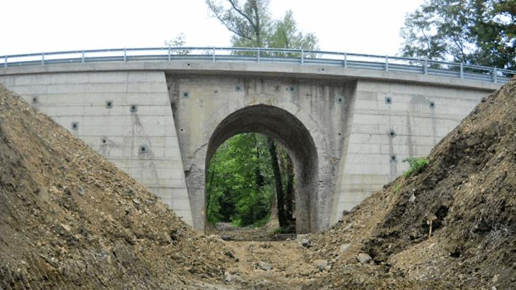 Vista panoramica degli interventi strutturali ultimati da valle