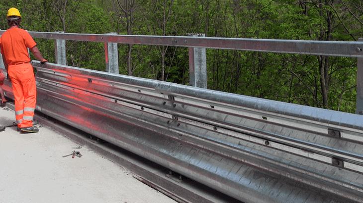 In Molise, l'installazione delle nuove barriere stradali di sicurezza ANAS dotate di dispositivo di difesa dei motociclisti