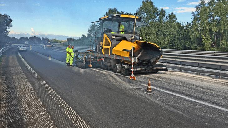 L'intervento di manutenzione straordinaria con stesa di manto d'asfalto ad alto modulo Split Mastix con spessore di 30 mm
