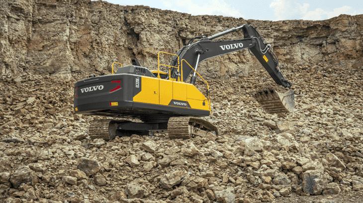 L'escavatore cingolato Volvo EC220E