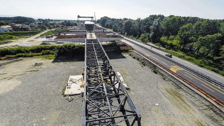 Vista dell'avambecco per il varo del ponte