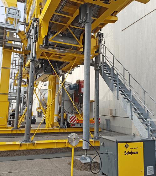 L'impianto mobile XPRESS 2500 P con la nuova proposta Marini per la produzione del conglomerato tiepido denominata Solufoam