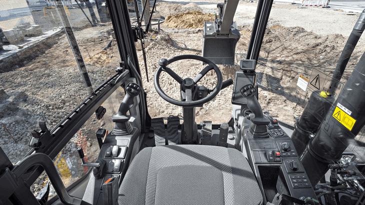 Con Volvo Smart View si hanno tre telecamere opzionali, installate su tre diversi angoli della macchina, che generano un'immagine della macchina vista dall'alto