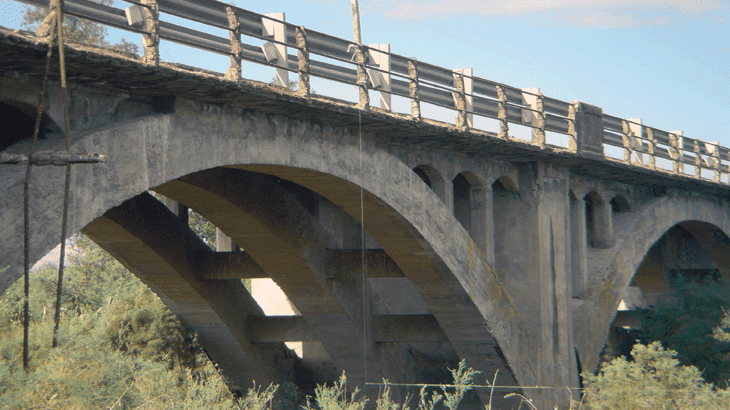 La struttura del ponte sul fiume Gornalunga