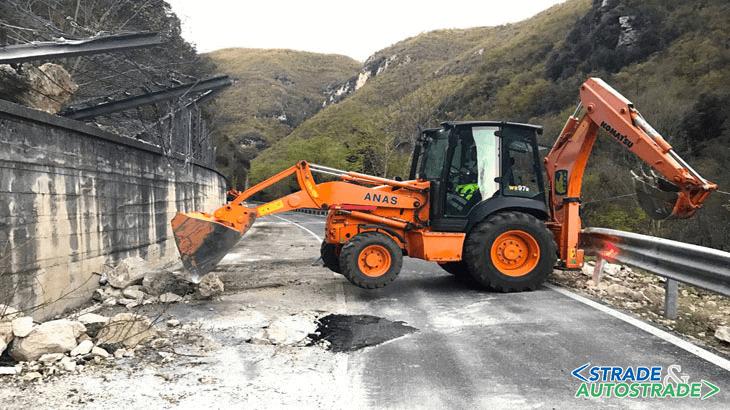 Interventi sulla S.S. 685 per la caduta massi dovuti dal sisma nel Centro Italia