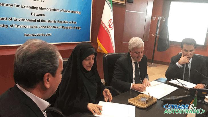La firma dell'accordo con il Vice Presidente Masoumeh Ebtekar, Delegata all'Ambiente per l'Iran