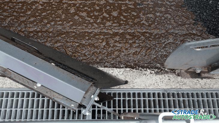 Grazie al sistema Spray Jet, è stata raggiunta una migliore precisione lungo i cordoli e le griglie per la raccolta delle acque meteoriche
