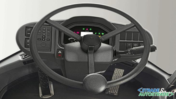 Il joystick, intuitivo e di facile utilizzo, comanda le funzioni della macchina e può essere dotato a richiesta della terza e quarta funzione idraulica