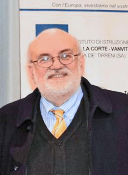 Il Prof. Raffaele Mauro, Presidente della SIIV, durante un Seminario inerente l'evoluzione dei diversi sistemi di trasporto e la progettazione delle strade