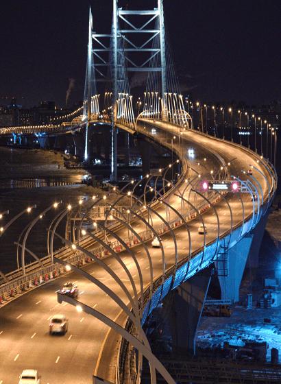 L'apertura al traffico: vista del Korabelny Bridge