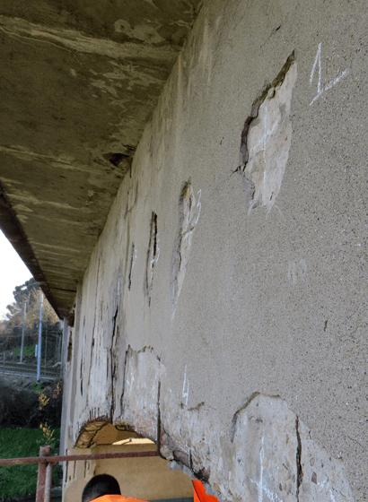 Dettagli dello stato di degrado delle travi di bordo prima dei lavori di restauro