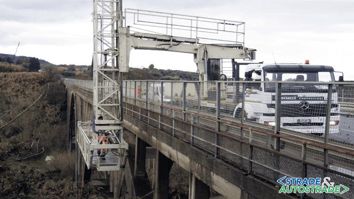L'esame delle parti strutturali mediante autocarro by-bridge