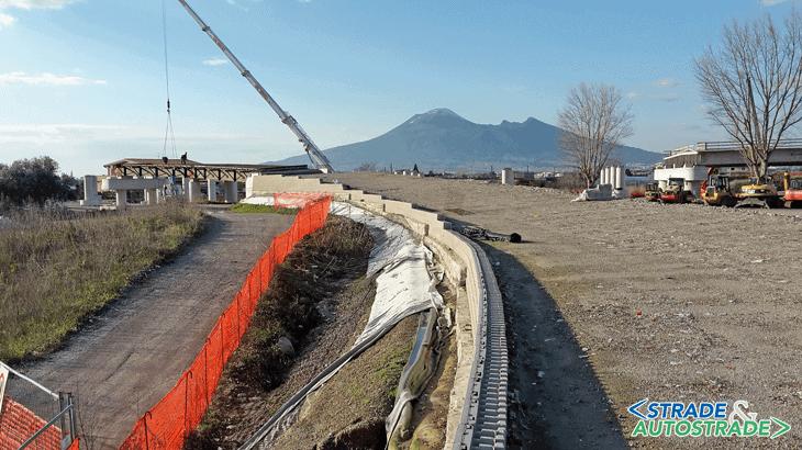 Il muro con paramento in blocchetti MacWall® in fase costruttiva