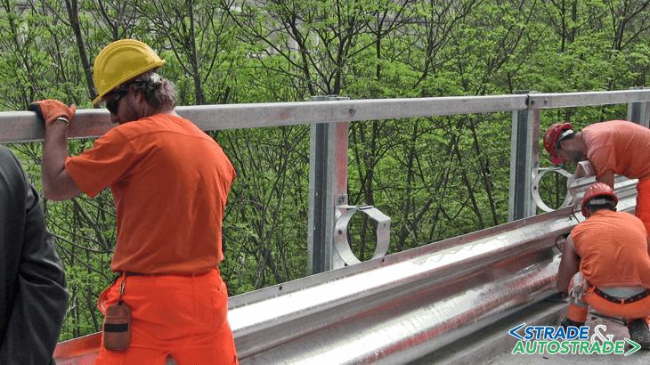 Il montaggio di nuove barriere salvamotociclisti in Molise