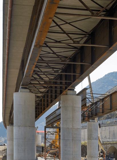 Il viadotto Castagne senza controventatura e il viadotto Mancuso con la controventatura inferiore a rombo