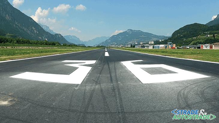 """La pista dell'aeroporto di Trento-Mattarello """"Gianni Caproni"""", prima dell'intervento"""