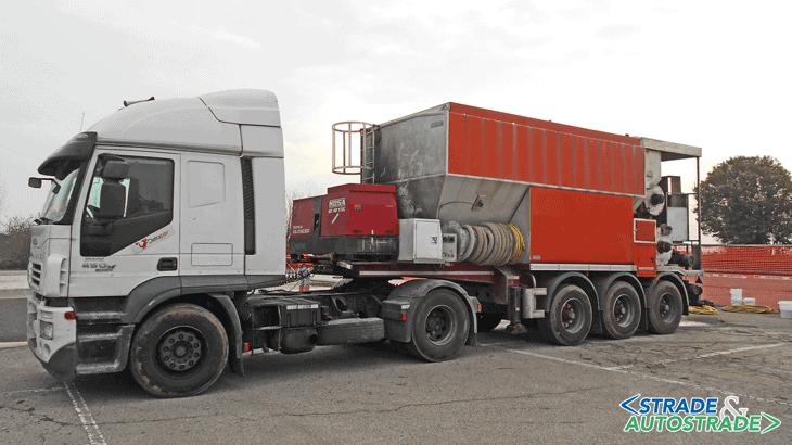 Il mescolatore su camion messo a disposizione da Deltapav