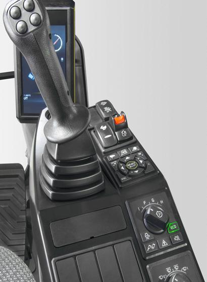 Tutte le interfacce presenti sulla macchina (compresi joystick, tastiera, pannello e monitor LCD più grande) sono progettate ergonomicamente per garantire controllo ed efficienza ottimali, con conseguente maggior produttività e comfort sul posto di lavoro