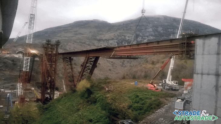 Il completamento della campata di riva lato Reggio Calabria