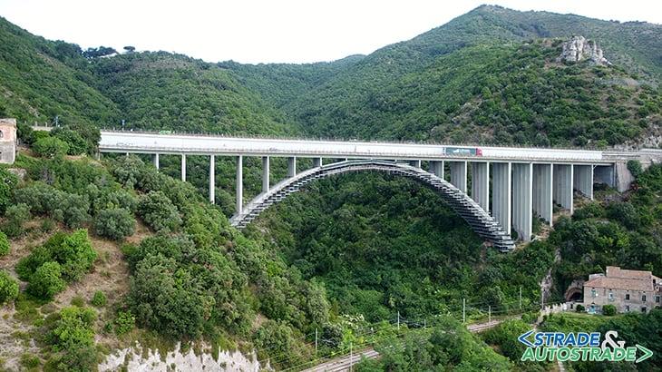 Sistema di monitoraggio su un ponte